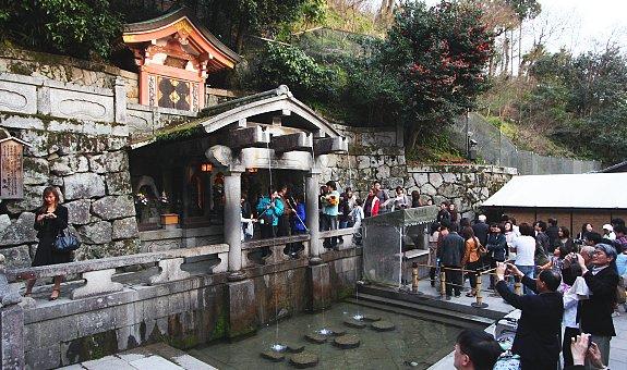 Kiyomizu-dera_streams.jpg