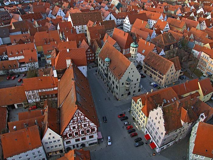 Noerdlingen_town_hall_from_Daniel